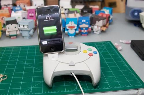 Sega-dreamcast-controller-iphone-dock-01